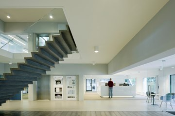 Ultra-thin hybrid staircase